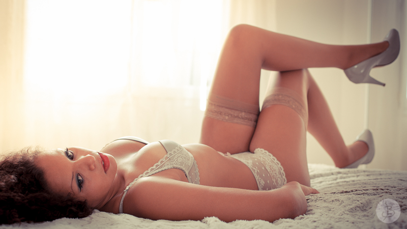 This is a photograph of the 'My first boudoir shooting' article!